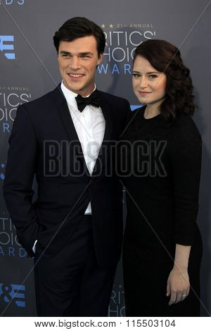 LOS ANGELES - JAN 17:  Finn Wittrock, Sarah Roberts at the 21st Annual Critics Choice Awards at the Barker Hanger on January 17, 2016 in Santa Monica, CA