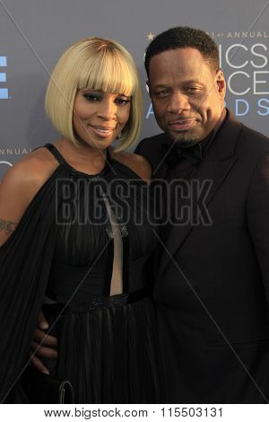LOS ANGELES - JAN 17:  Mary J Blige, Kendu Isaacs at the 21st Annual Critics Choice Awards at the Barker Hanger on January 17, 2016 in Santa Monica, CA