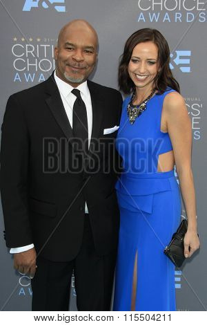 LOS ANGELES - JAN 17:  David Alan Grier at the 21st Annual Critics Choice Awards at the Barker Hanger on January 17, 2016 in Santa Monica, CA
