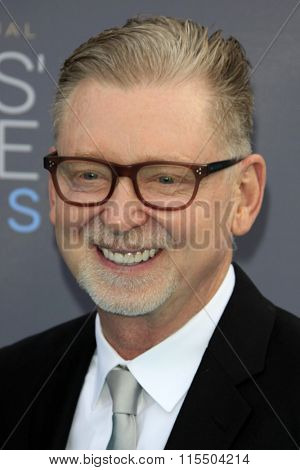 LOS ANGELES - JAN 17:  Warren Littlefield at the 21st Annual Critics Choice Awards at the Barker Hanger on January 17, 2016 in Santa Monica, CA