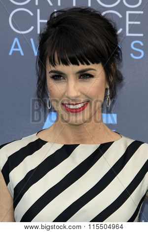 LOS ANGELES - JAN 17:  Constance Zimmer at the 21st Annual Critics Choice Awards at the Barker Hanger on January 17, 2016 in Santa Monica, CA