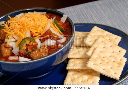 Bowl Of Spicey Chili With Crackers