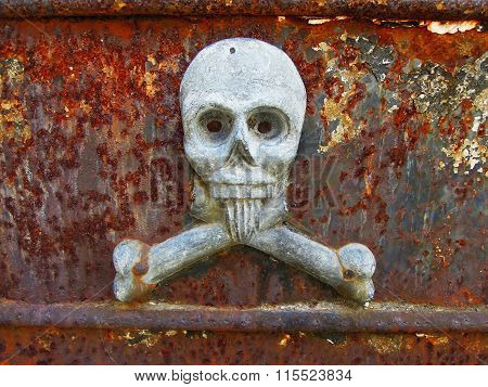 La Recoleta Cemetary - skull sculpture