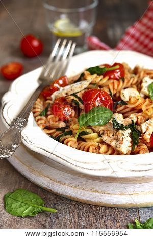 Fusilli With Chicken,spinach And Cherry Tomatoes.