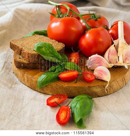 Tomatoes With Basil And Garlic