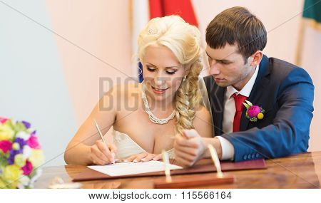 Beautiful bride sign up marriage certificate