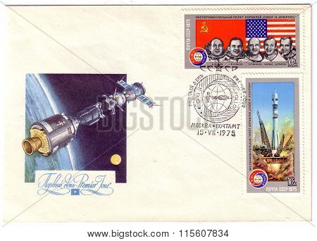Ussr - Circa 1975: Postage Stamps Printed In Ussr Shows The Experimental Space Flight Soyuz Apollo A