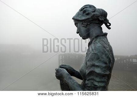 Bronze memorial statue.