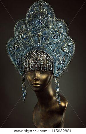 Mannequin Girl in kokoshnik
