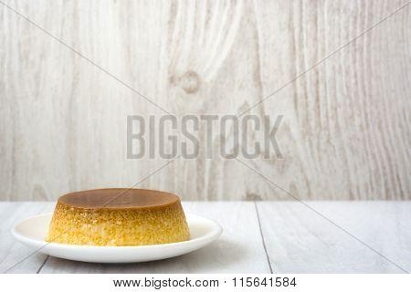 Caramel custard and eggs