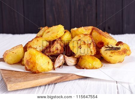 Perfect roasted potatoes with spices and herbs