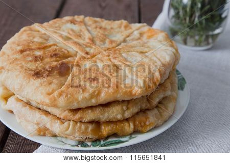 Pie with filling is stewed cabbage with egg. Moldovan cuisine