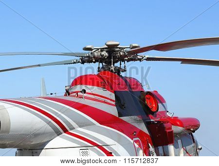 Helicopter rotor with a mast hub and rotor blades