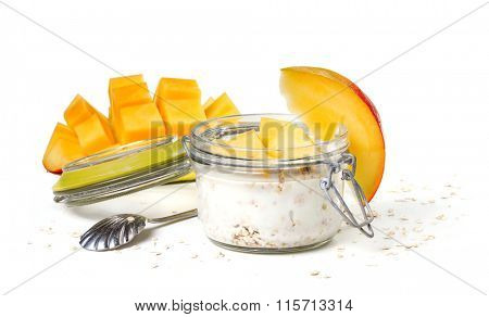 Oat flakes with yogurt and mango