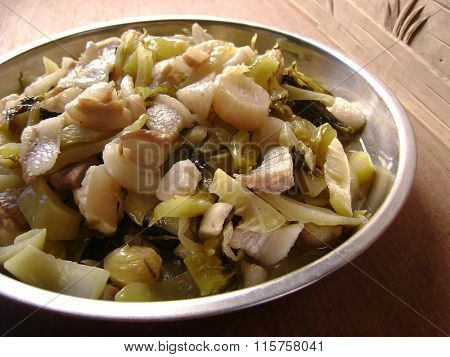 Sour pickled cabbage fried pork