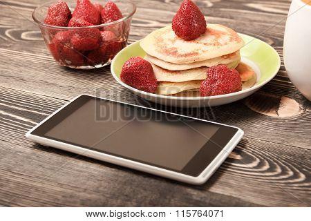 smartphone, Pancakes, strawberries
