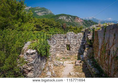 Ratac fort ruins.