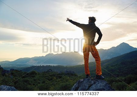 traveler on the cliff