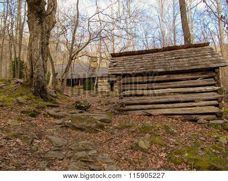 wooden cabin smoky mountains