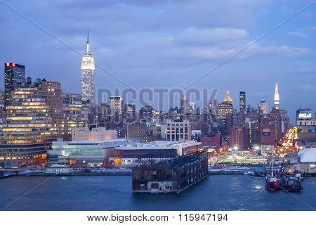 Midtown Manhattan Shore At Sunset