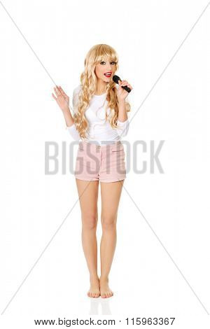 Young blonde woman singer.