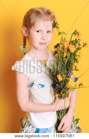 Kid girl with flowers