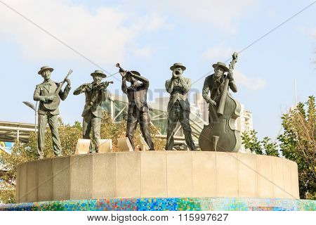Tel-aviv, Israel - January 22, 2016: Statue Of Musicians In The Fountain Near The Azrieli
