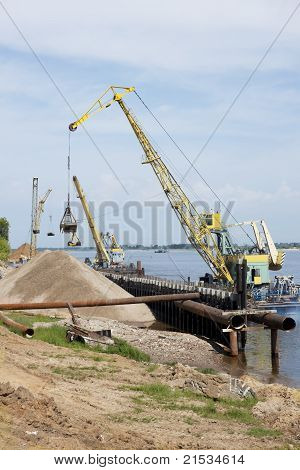 Powered Floating Crane