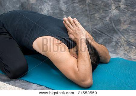 Umgekehrte Gebet Childs Pose