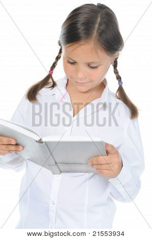 Kleines Mädchen hält ihr Buch