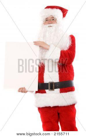 Santa hält eine weiße Karte