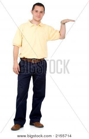 Legerer Mann stehend auf weiß