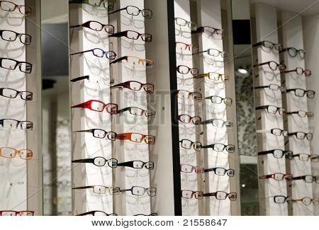 Brillen und Kontaktlinsen