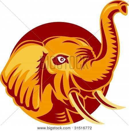 Cabeza de elefante africano enojado Retro