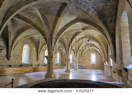 Monasterio de Santa María De Poblet sótano bóveda