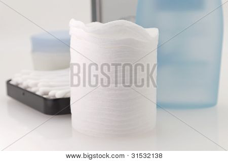 Cotton Pads And Sticks Make-up Remove