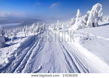 winterliche Landschaft Landschaft mit geänderten Langlauf Ski Weg