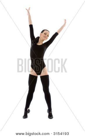 Fitnesstrainerin im schwarzen Trikot