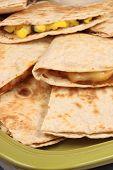 Постер, плакат: Кукуруза говядины и Quesadillas бобы