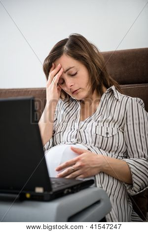 Working pregnant woman with headache