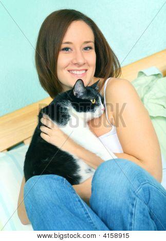 schöne junge caucasian Female mit hübsch katze