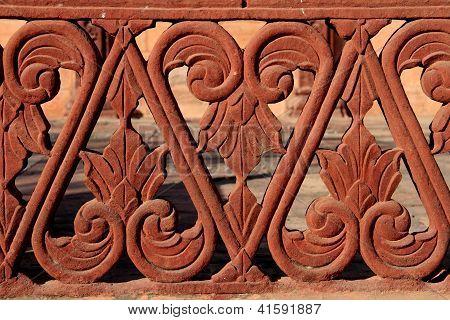 Detalhe da balaustrada de arenito vermelho, Rajasthan, Índia