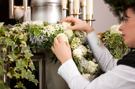 picture of urn funeral  - death and dolor   - JPG