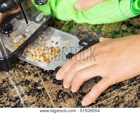 Removing Bread Crumbs From Kitchen Tray Toaster