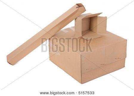 Três caixas de papelão