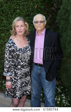 LOS ANGELES - SEP 29:  Norman Lear, Lyn Lear at the Rape Foundation Annual Brunch at Green Acres Estate on September 29, 2013 in Beverly Hills, CA
