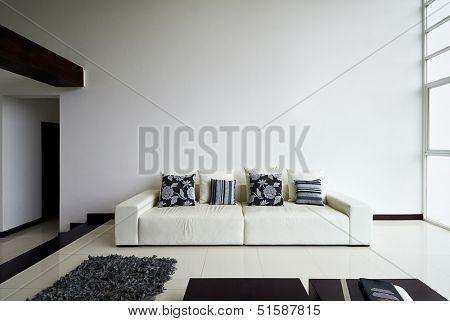 Interieur ontwerp serie moderne woonkamer met grote lege witte muur stock foto stock - Binnenkleuren met witte muur ...