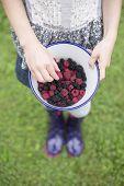 ������, ������: Girl With Bowl Of Fresh Wild Blackberries And Raspberries