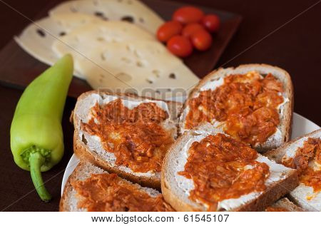 Bread With Tuna In Tomato Sauce