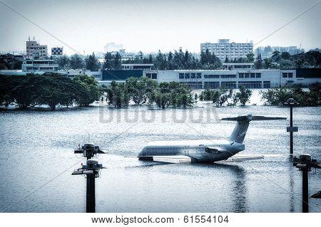 Airplane Under Flood at Donmuang internation airport